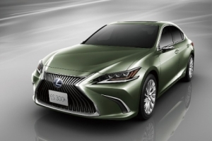 Lexus ES Becomes The First Car With Digital Camera Instead Of Side Mirrors (Photos)